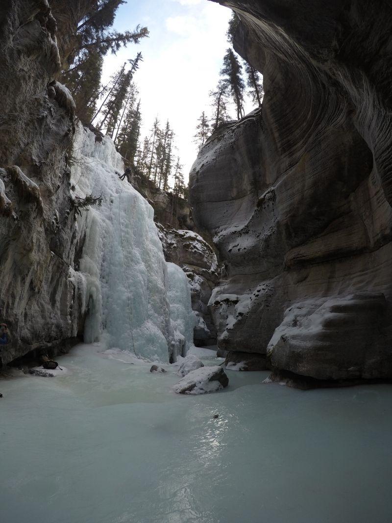 _Maligne Canyon ice climbing